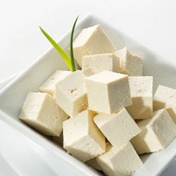 Tofu (bilde fra thescienceofeating.com http://thescienceofeating.com/proteins/learning-about-tofu/